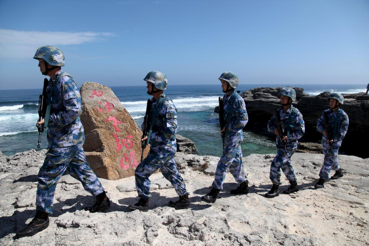 Čínští vojáci na Paracelských ostrovech