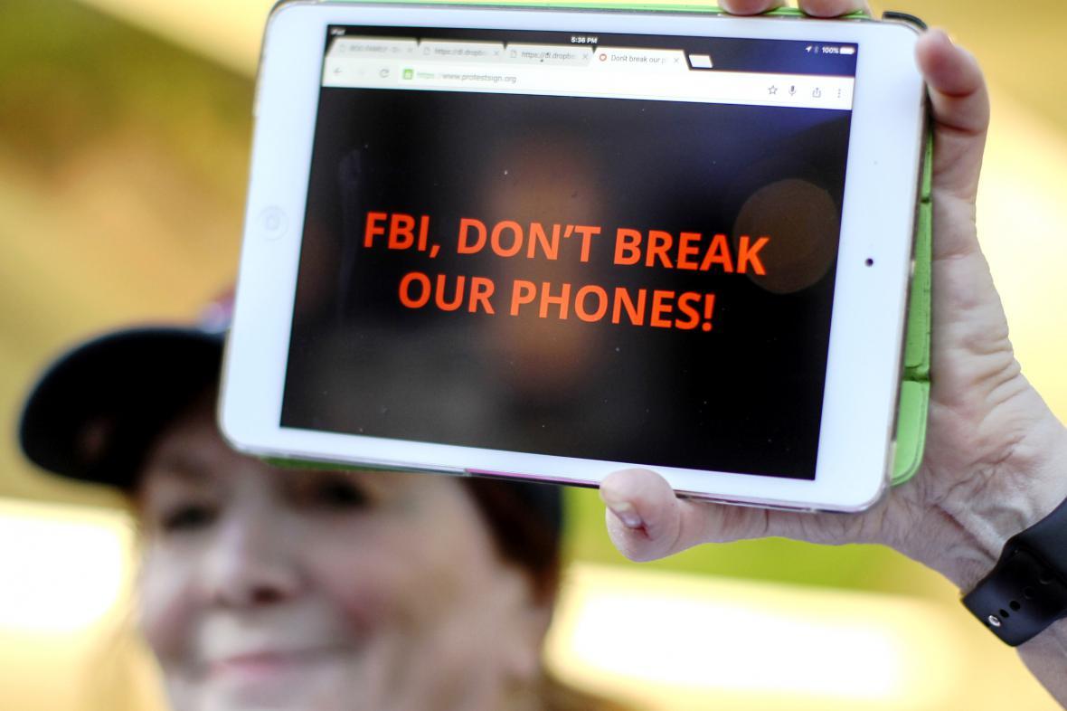 Američané podpořily při protestech Apple ve sporu s FBI