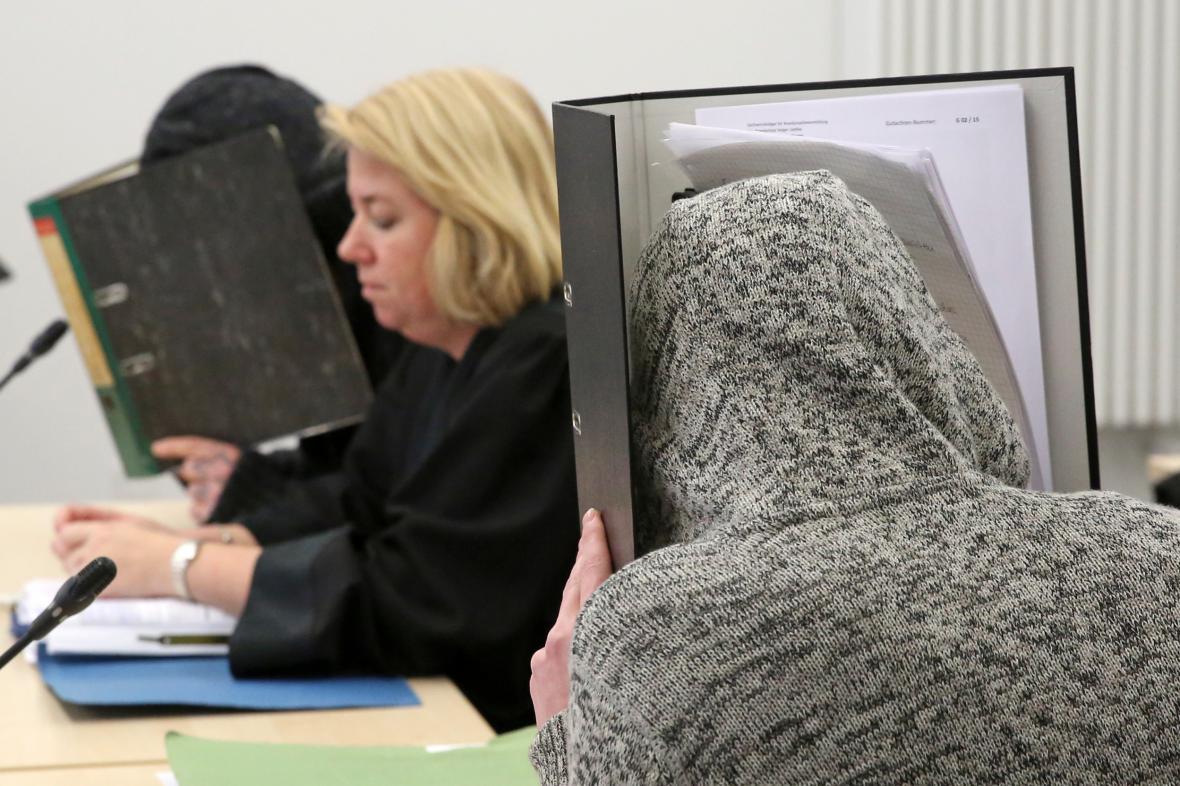 Soud v německém Rostocku se dvěma žháři, které se pokusili podpálit ubytovnu pro uprchlíky