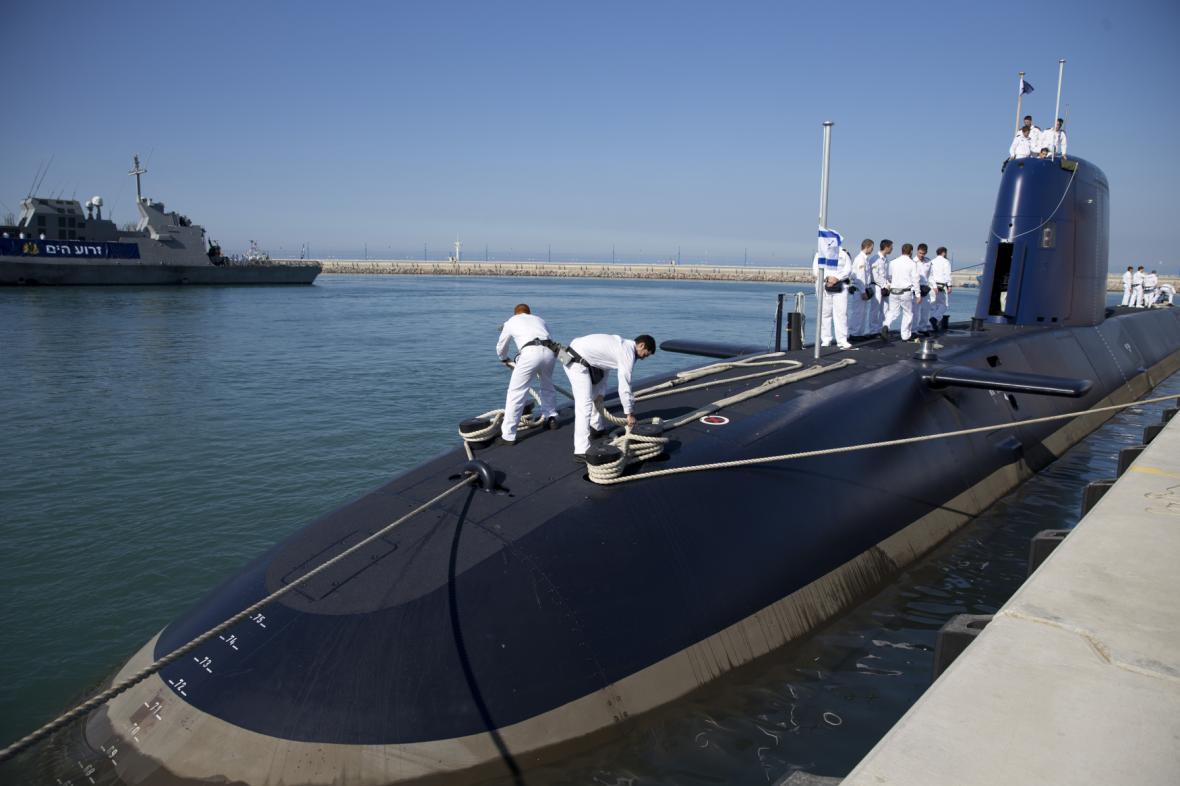 Izraelští námořníci na ponorce Rachav poté, co dorazila do Izraele