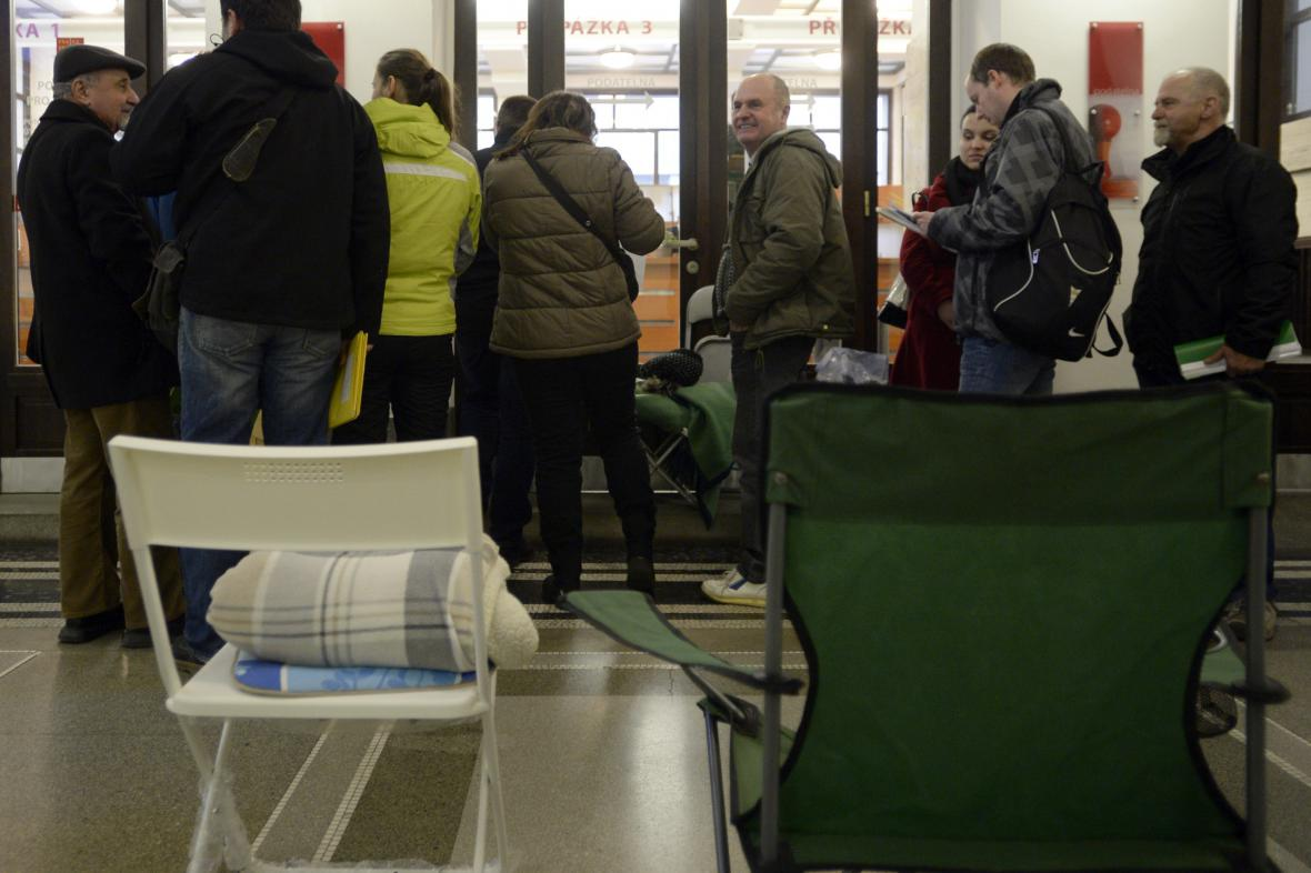 Fronta na kotlíkové dotace v Praze