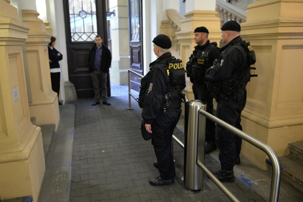 Protikorupční policie v sídle SŽDC