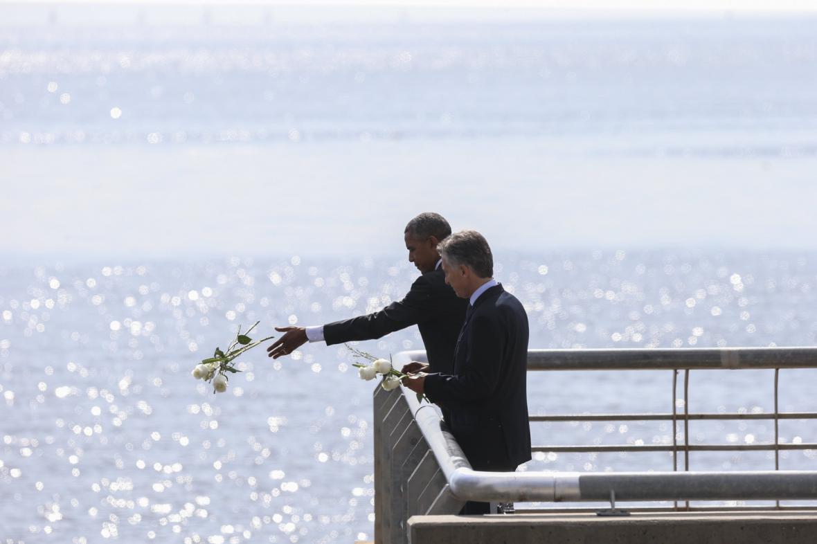 Obama hodil květiny do řeky Rio de la Plata na památku obětí vojenské diktatury