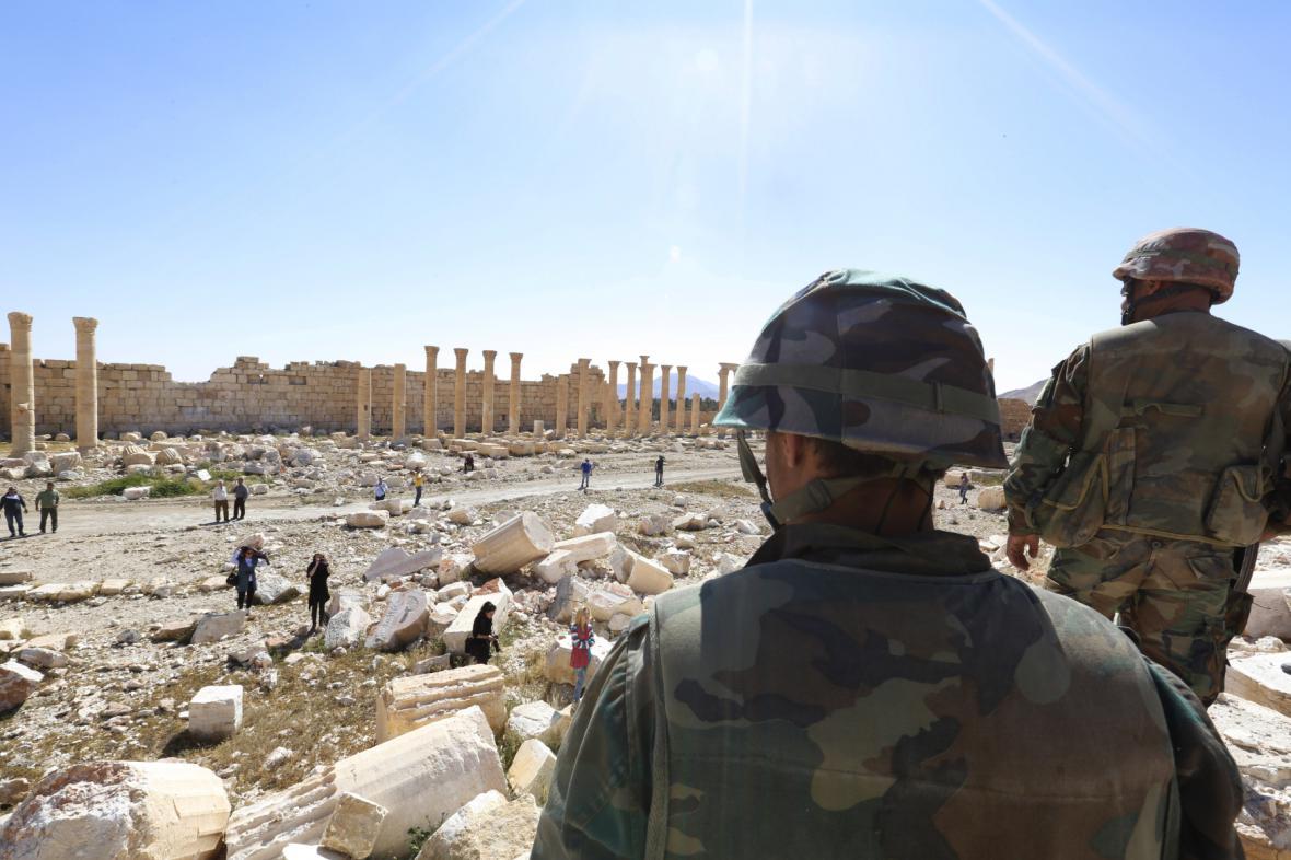 Palmýra: Vojáci, novináři a miny