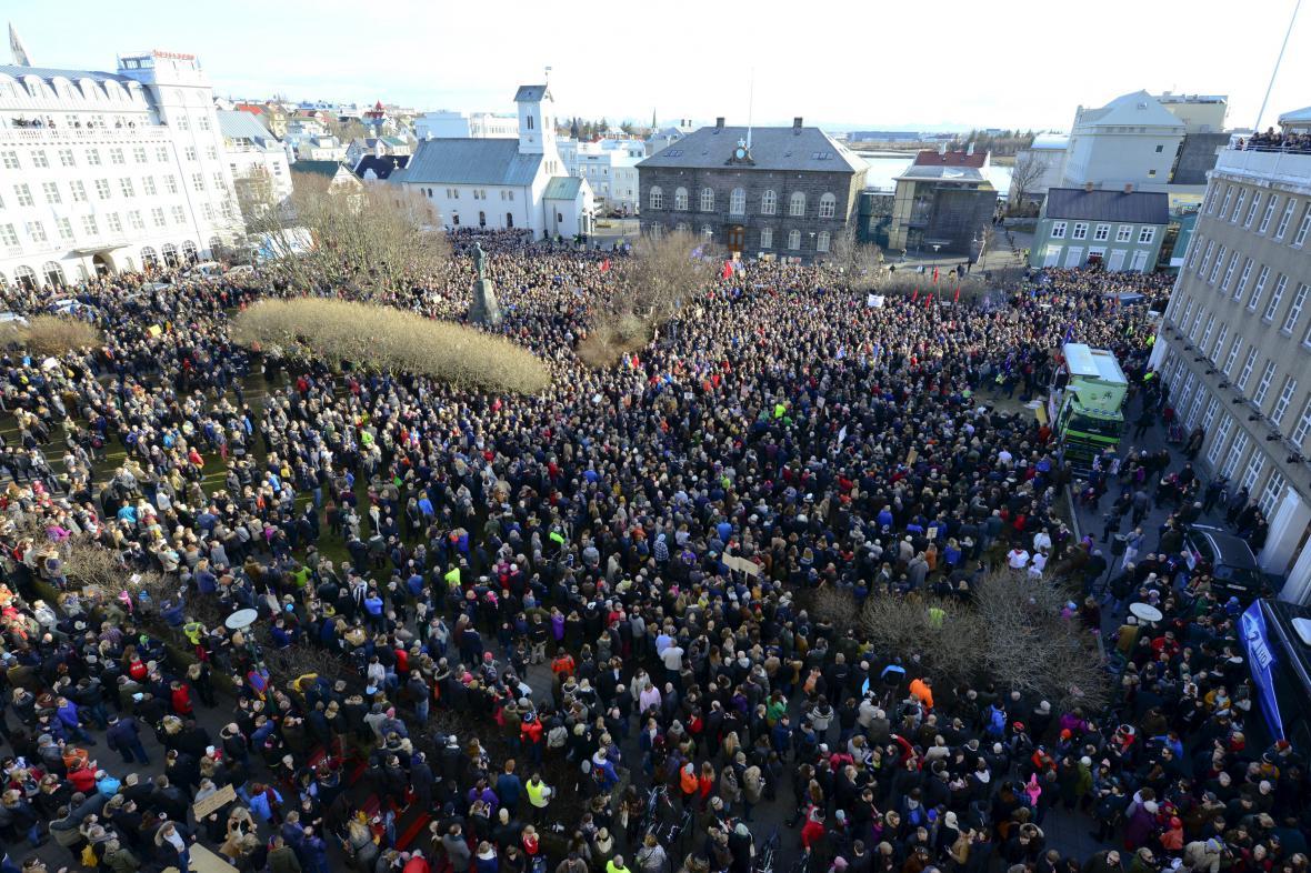 Protesty proti premiérovi na Islandu kvůli Panama Papers