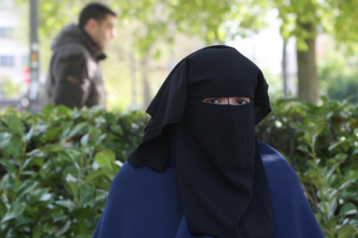 Zahalená žena