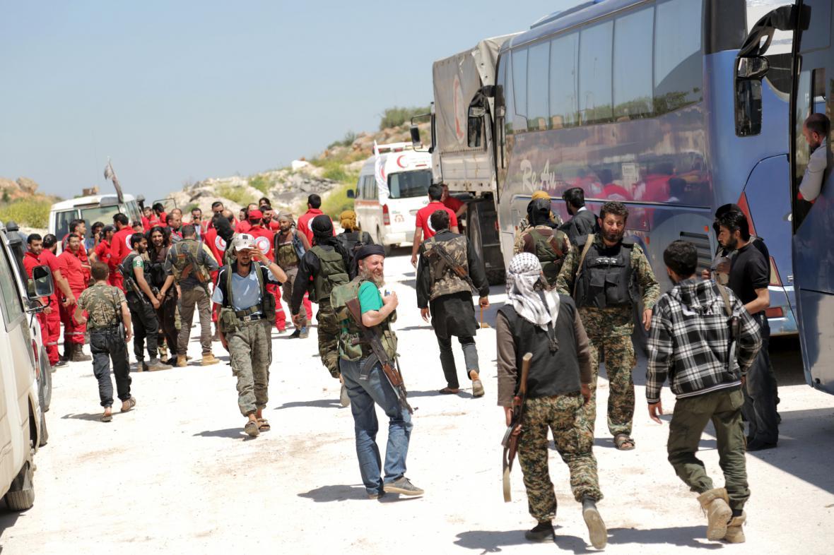 Začala evakuace zraněných Syřanů