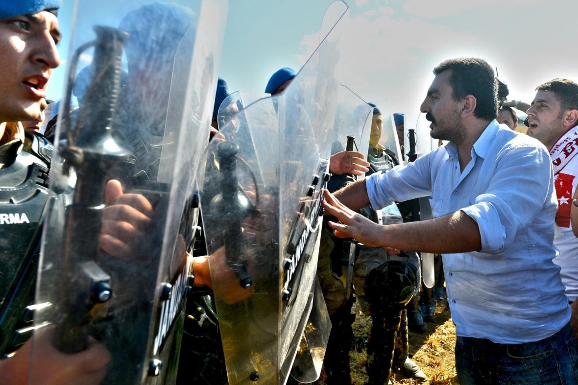 Erdoganovi odpůrci protestují proti rozsudkům v kauze Ergenekon