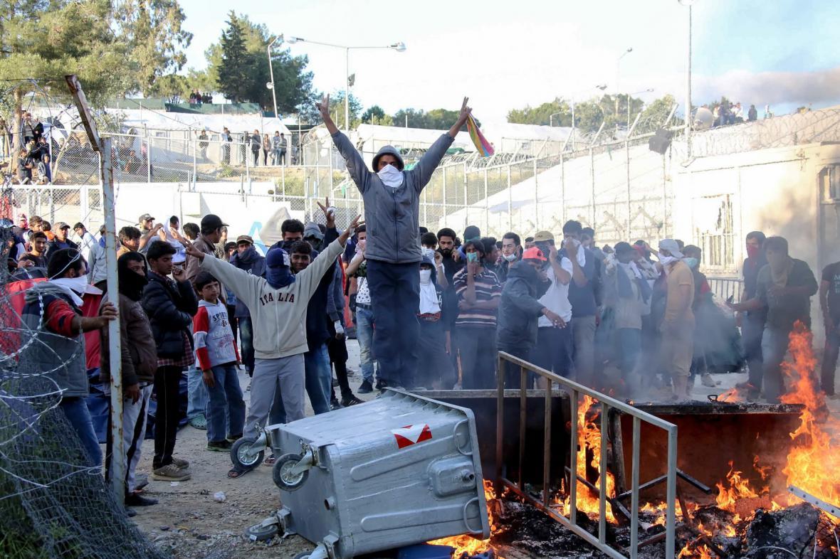 Nepokoje v uprchlickém táboře na Lesbu