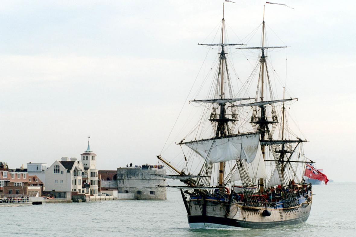 Replika trojstěžníku kapitána Jamese Cooka Endeavour