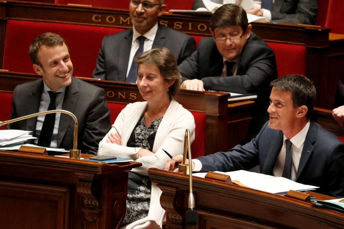 Kabinet Manuela Vallse přečkal hlasování o důvěře