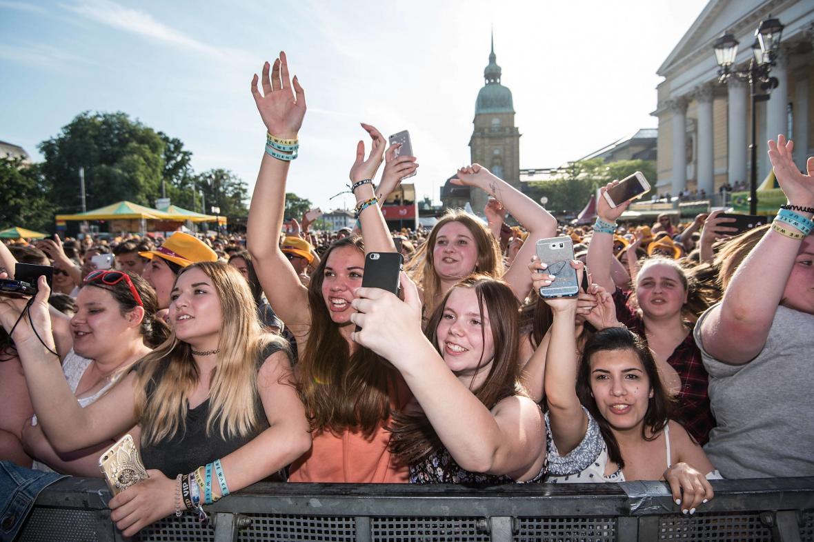 Publikum na Schlossgrabenfestu v Darmstadtu