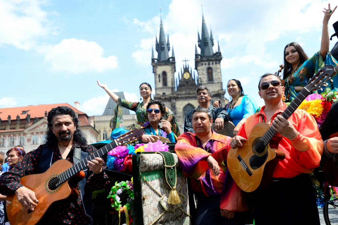 Romský Festival Khamoro v ulicích Prahy
