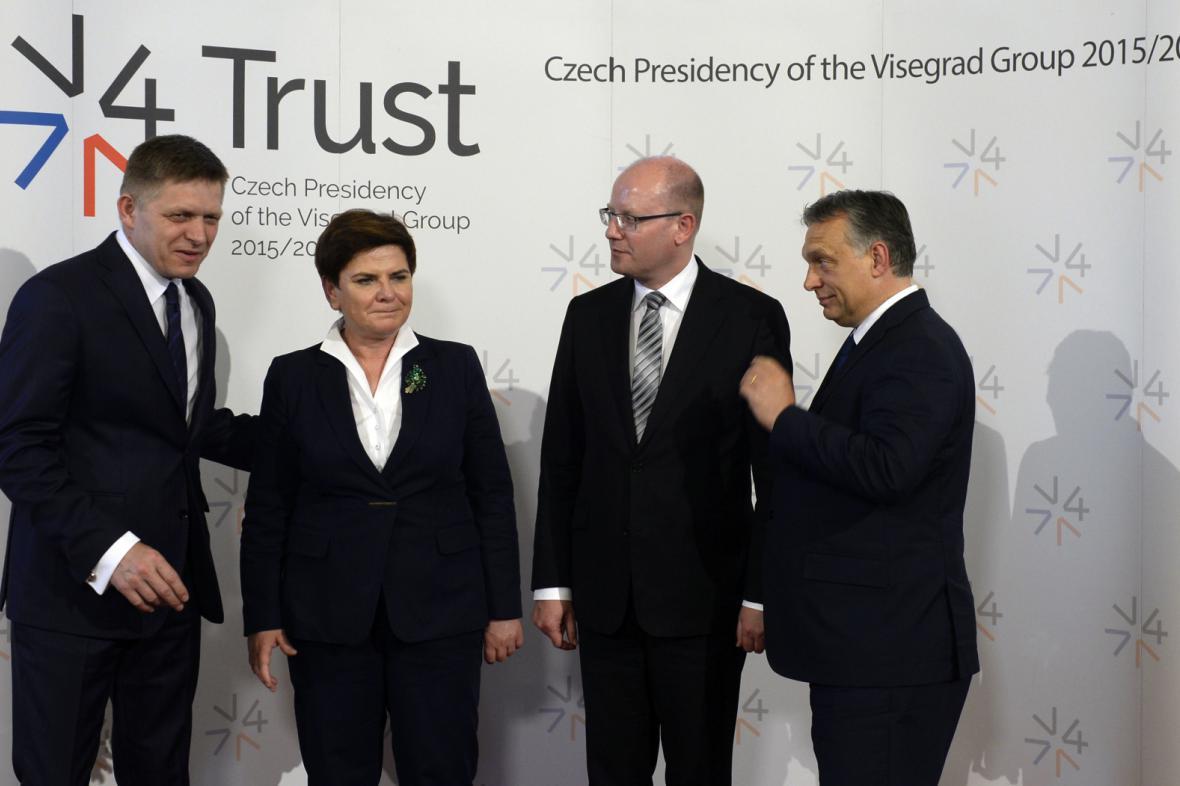 Předsedové vlád Slovenska Robert Fico, Polska Beata Szydlová, Česka Bohuslav Sobotka a Maďarska Viktor Orbán (zleva).