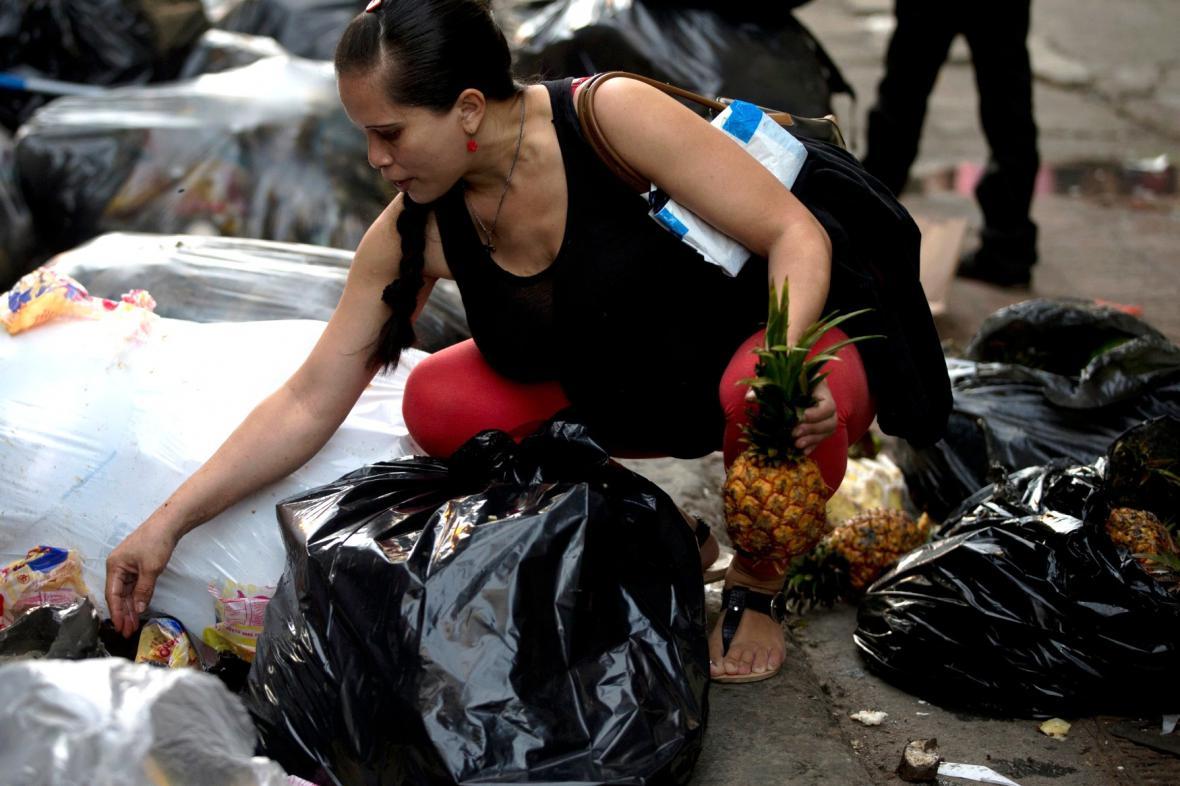Hlad dohnal Venezuelany až k odpadkům