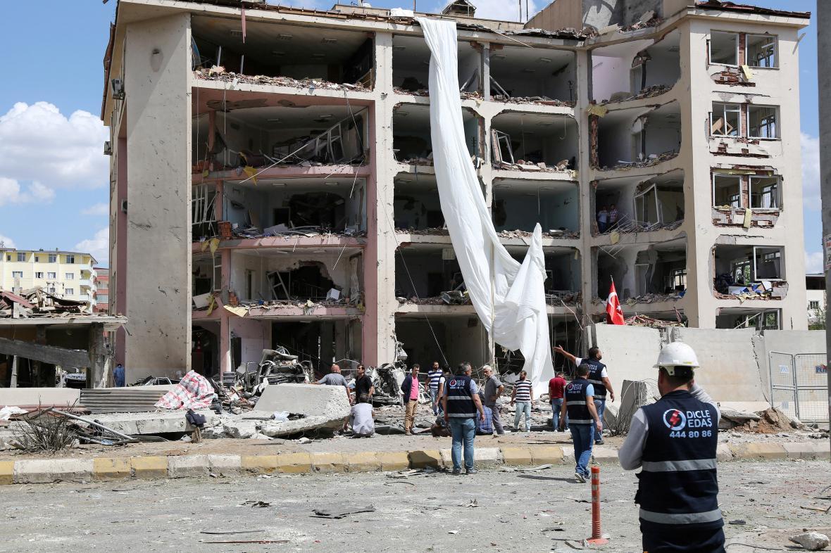 Policejní stanice ve městě Midyat po útoku