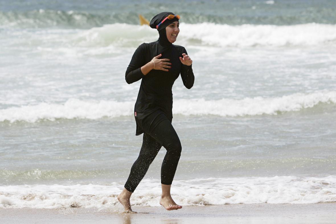 Muslimská dívka v burkinách