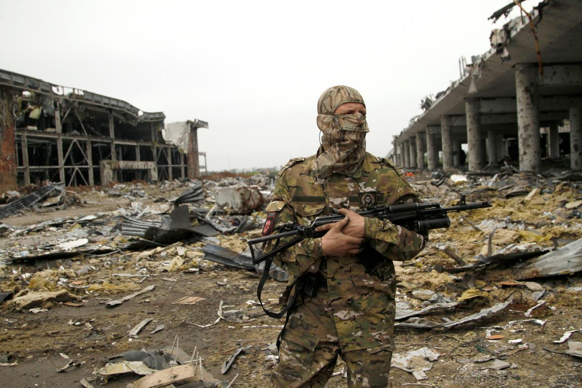 Příslušník povstaleckých skupin v Donbasu