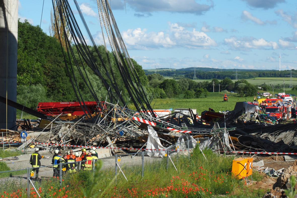 Zřícený rozestavěný most v Německu