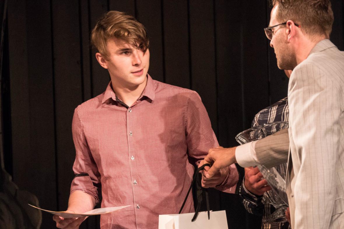 Zpátečníci, hra ze Života herců - Cena Studentské Thálie za Autorský tvar uměleckých škol