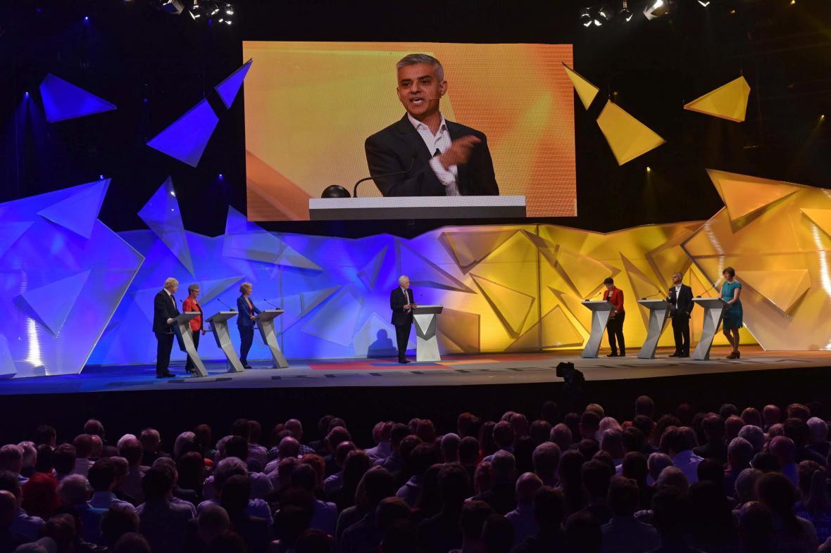 Londýnský starosta Sediq Khan během televizní debaty BBC