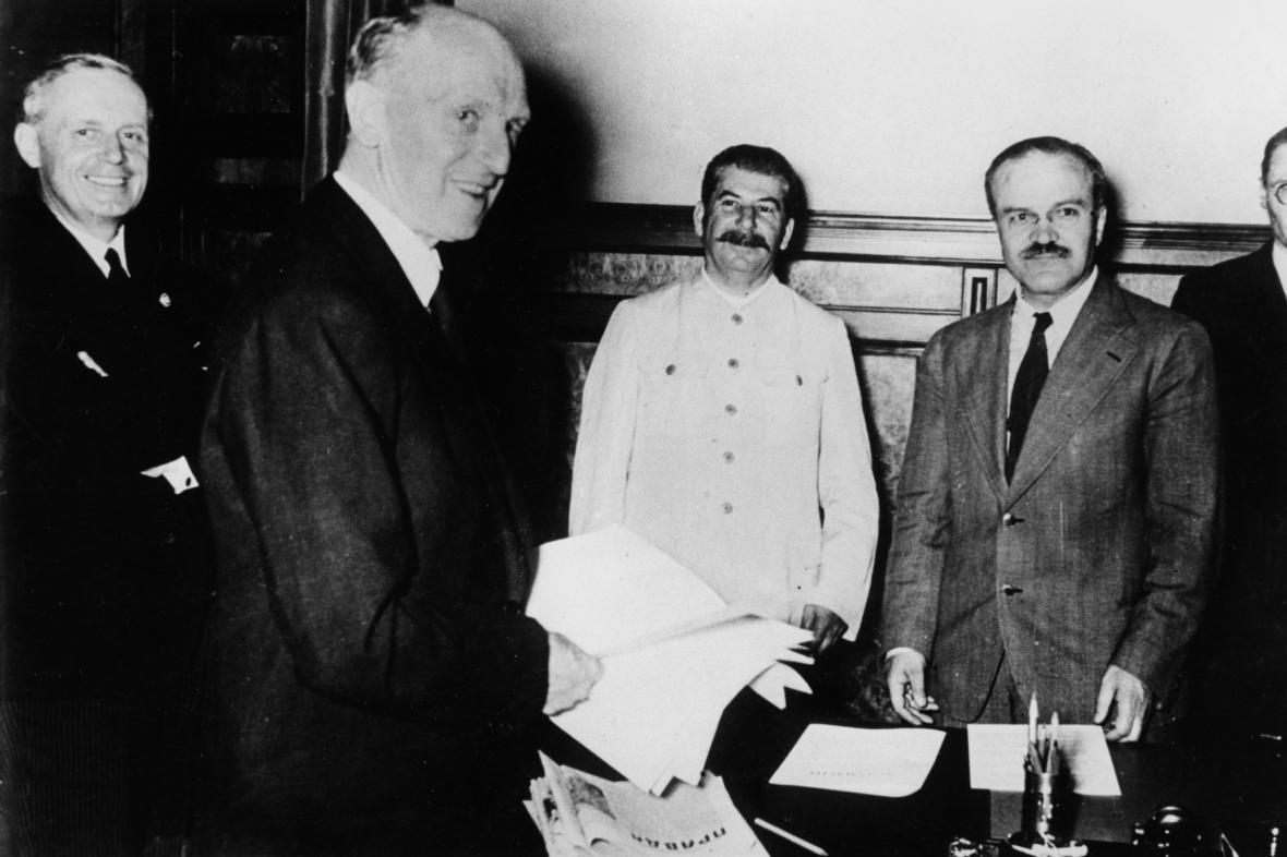 Podpis paktu Ribbentrop-Molotov o neútočení