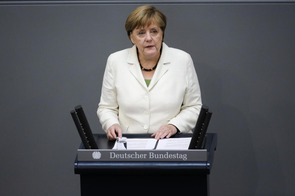 Angela Merkelová při vystoupení v německém parlamentu