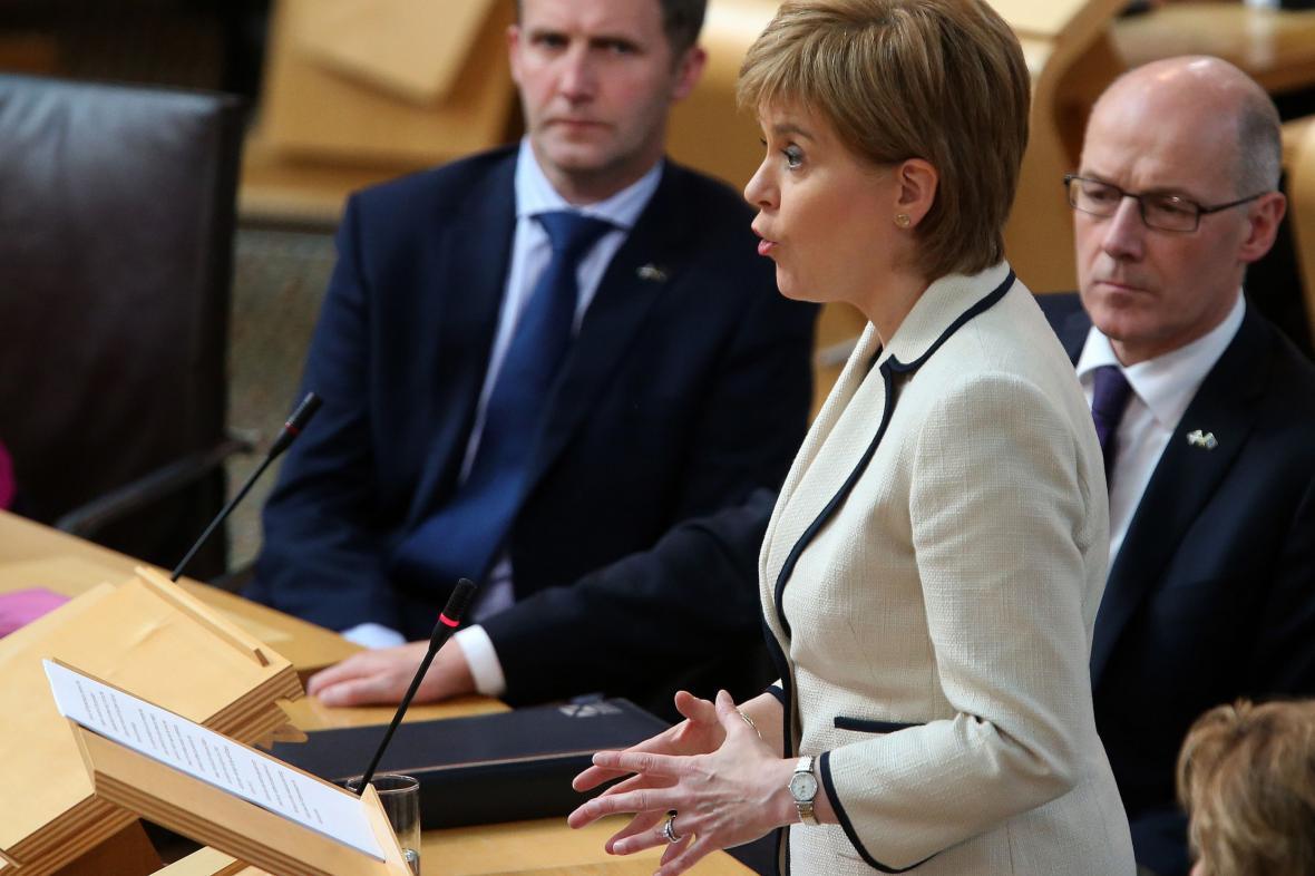 Nicola Sturgeonová ve skotském parlamentu