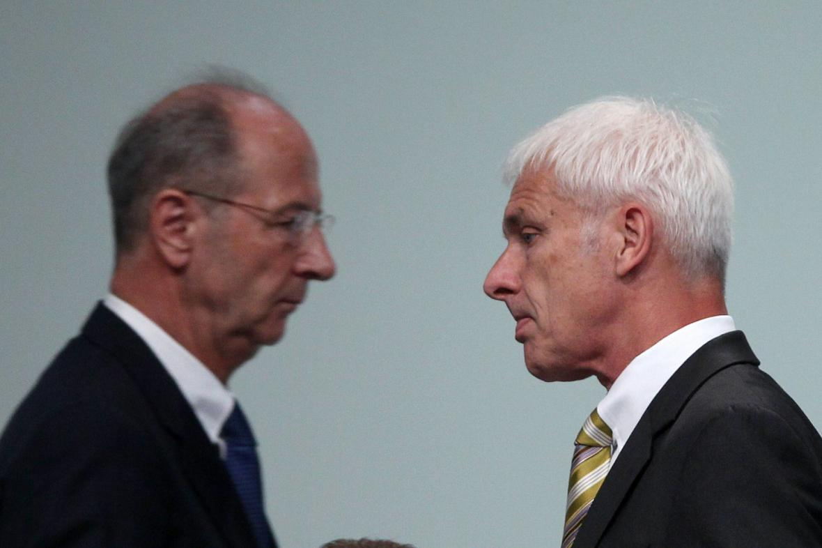 Generální ředitel Porsche SE Hans Dieter Pötsch (vlevo) a šéf koncernu Volkswagen Mathias Müller