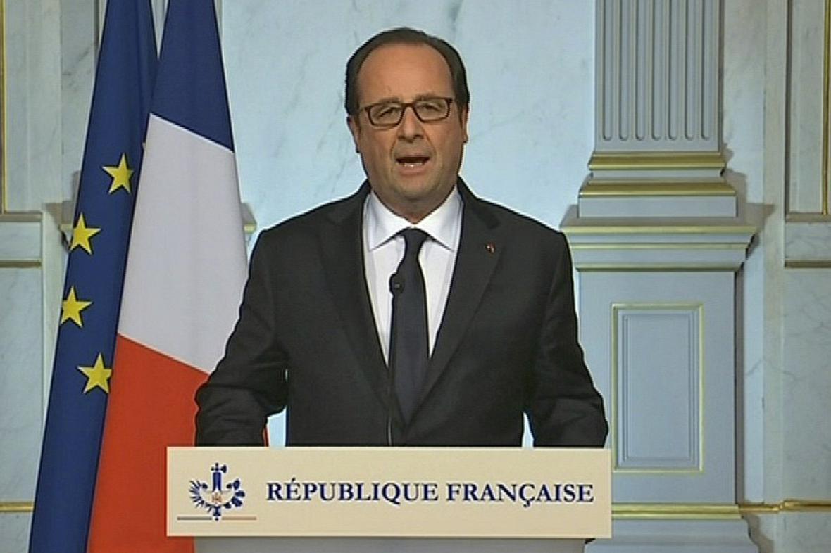 Francois Hollande oznamuje záměr prodloužit výjimečný stav