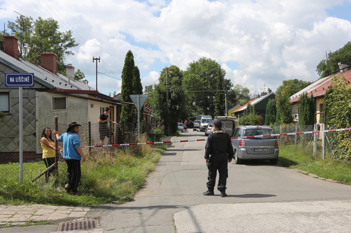 Policie v Ostravě-Hrabůvce postřelila muže, který postřelil exekutora