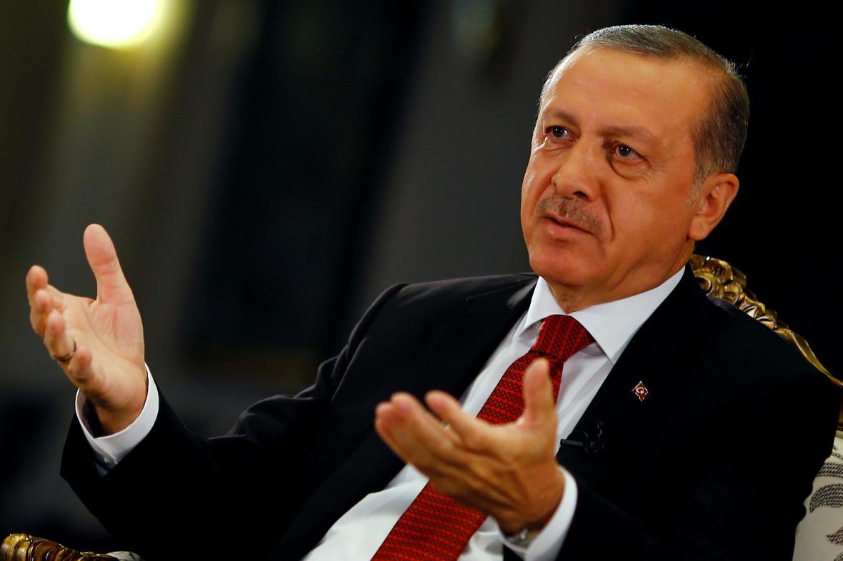 Recep Tayyip Erdogan odpovídá novinářům agentury Reuters