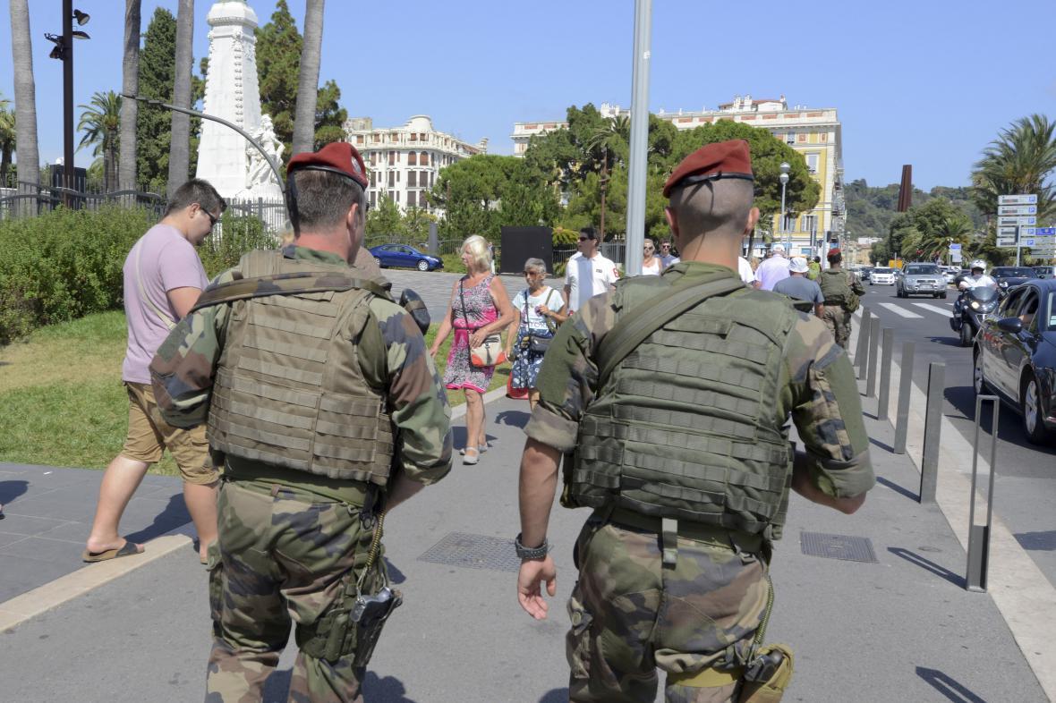 Hlídky v ulicích Nice