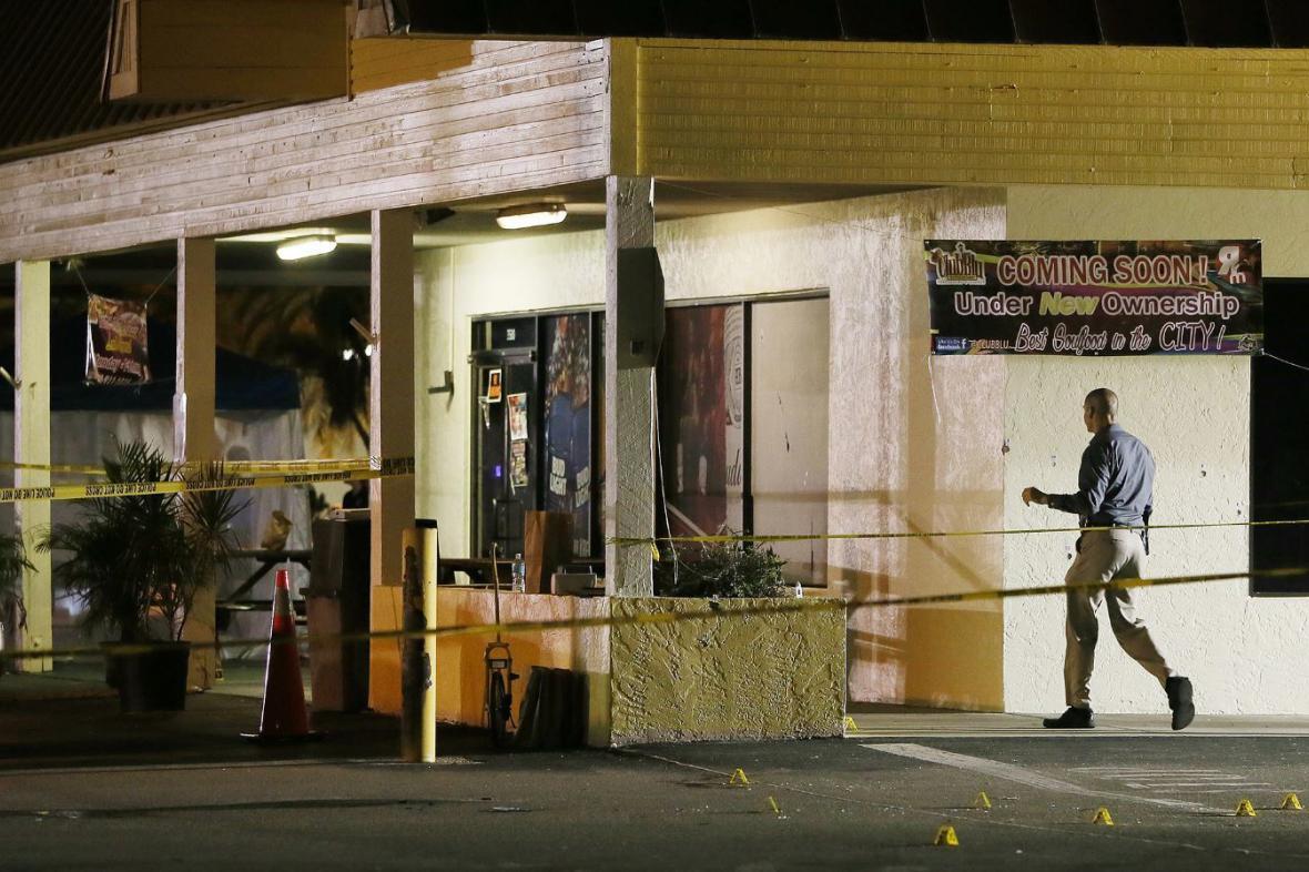 Střelba před nočním klubem na Floridě