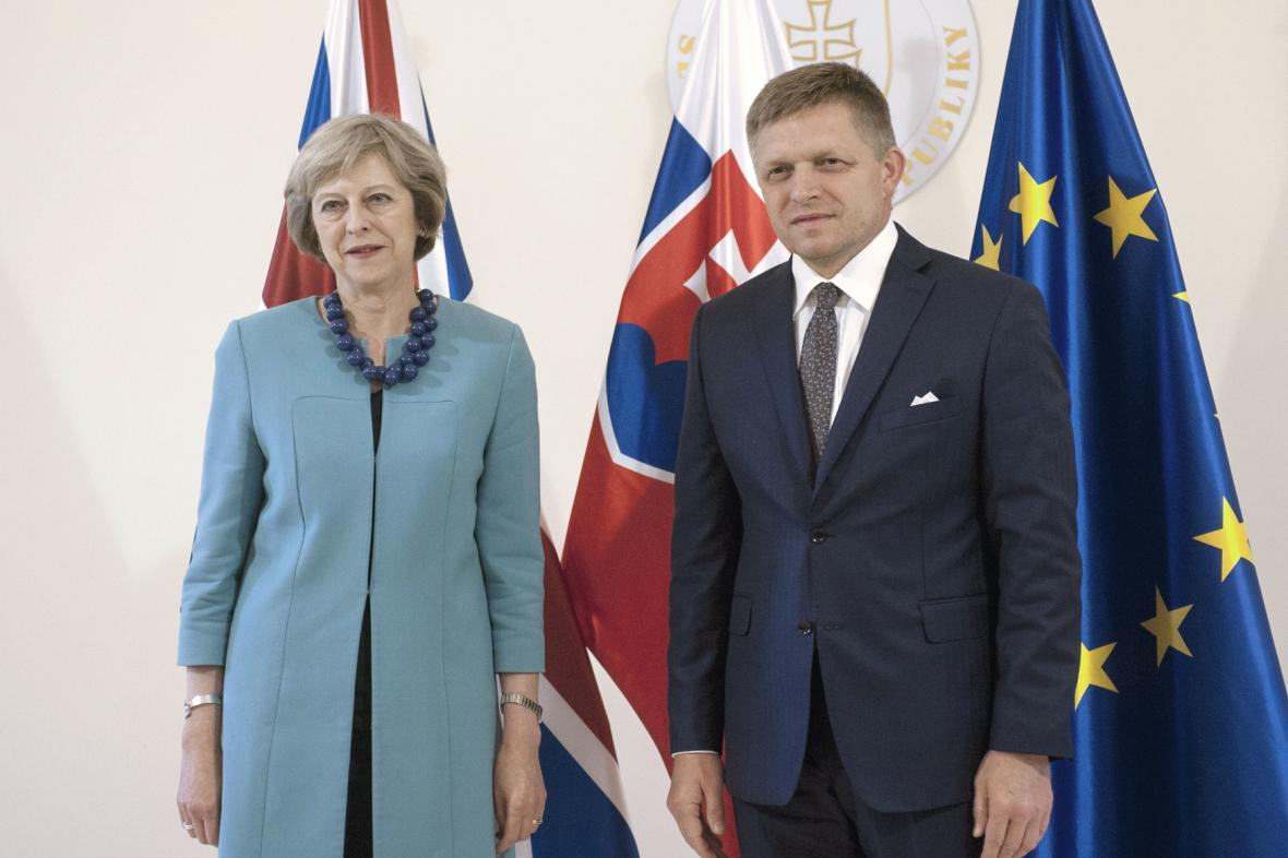Theresa Mayová a Robert Fico