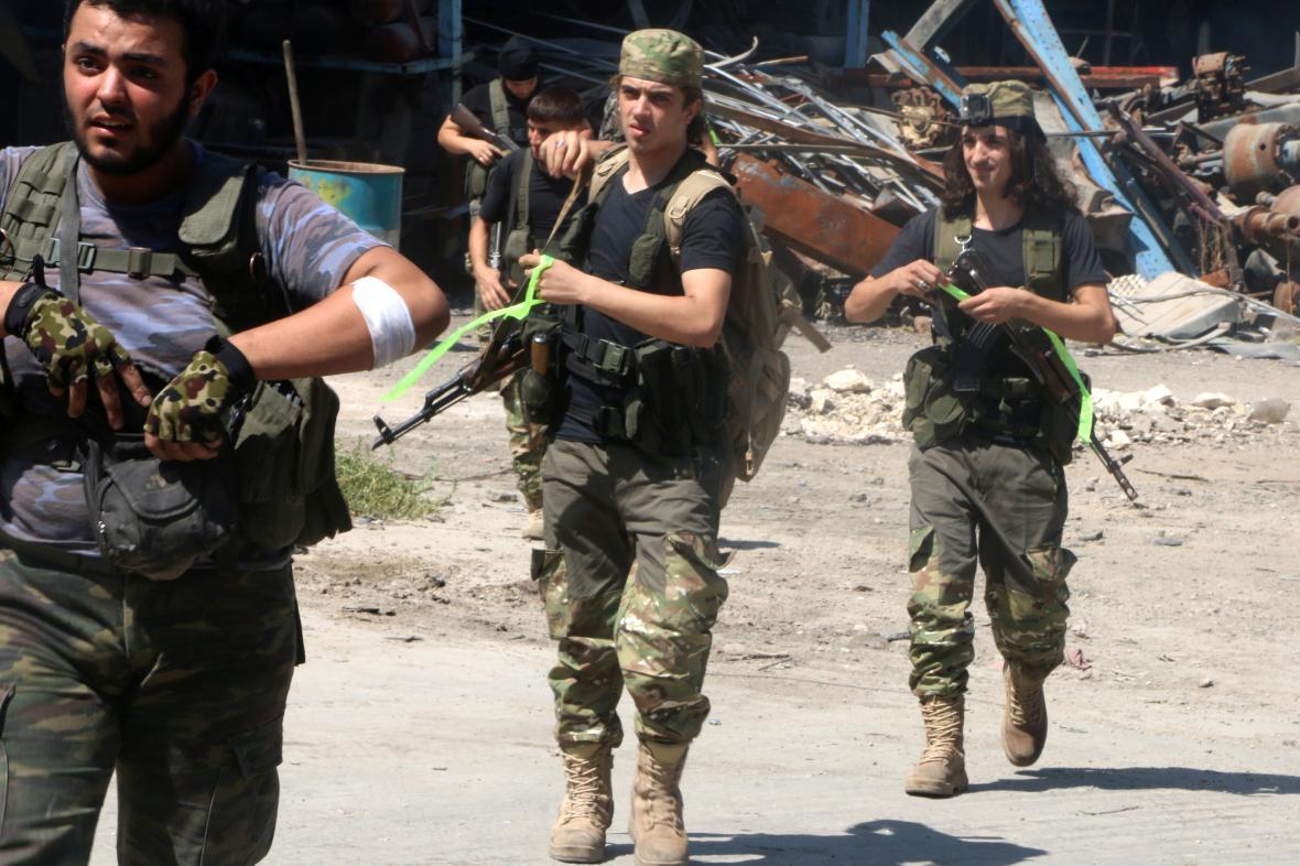 Bojovníci Syrské svobodné armády v Aleppu