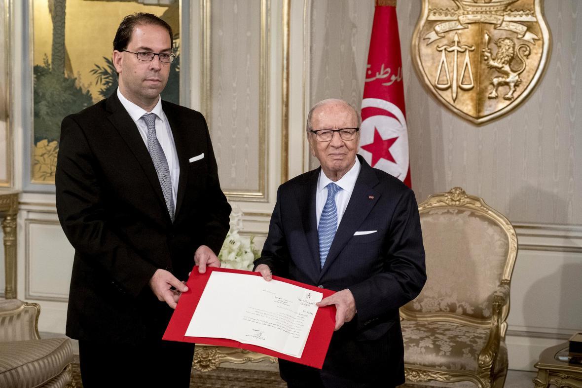 Prezident Sibsí (vpravo) s nově jmenovaným premiérem Šáhidem