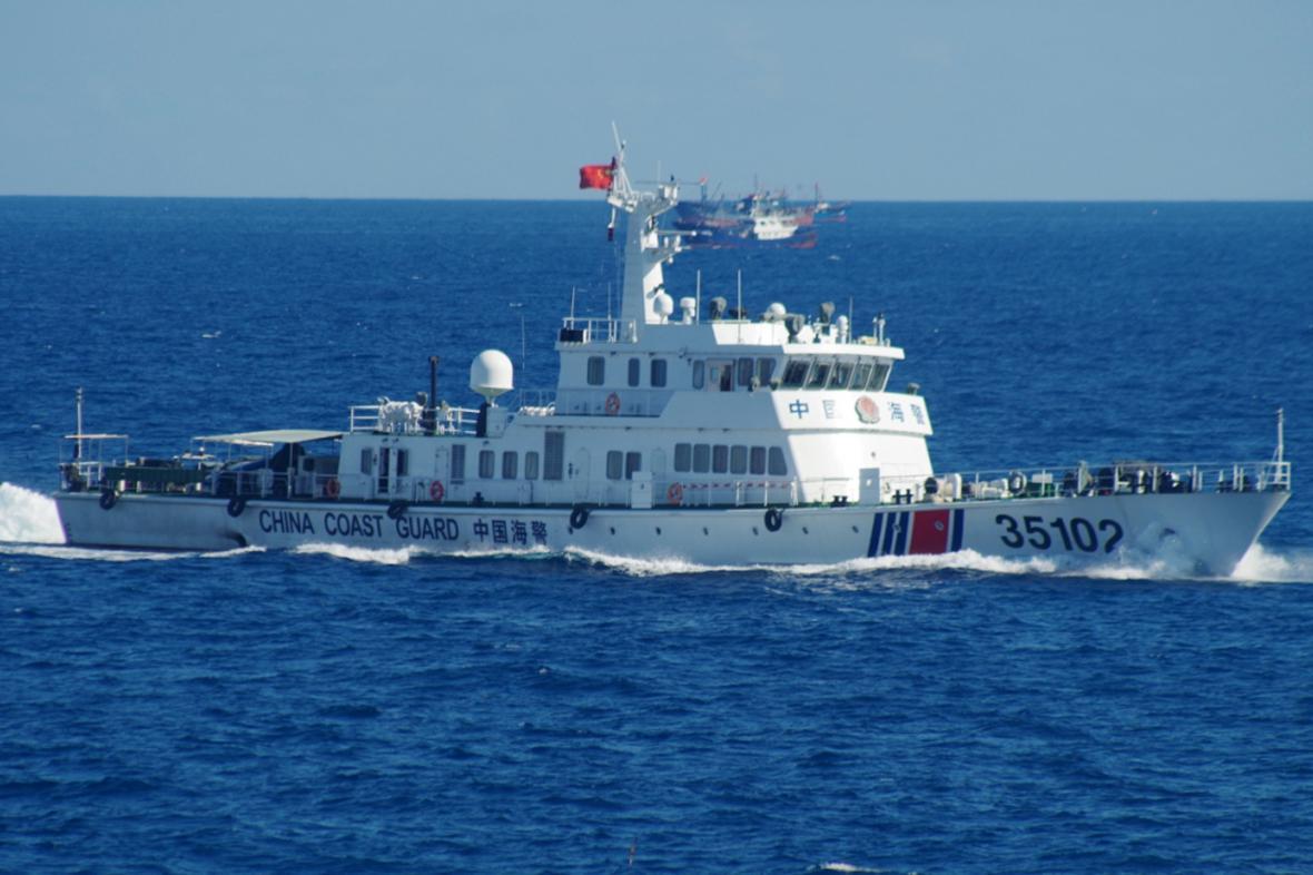 Čínská pobřežní stráž u sporných ostrovů ve Východočínském moři