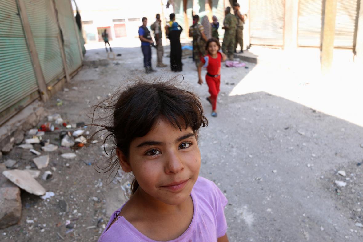 Obyvatelé zničeného Aleppa