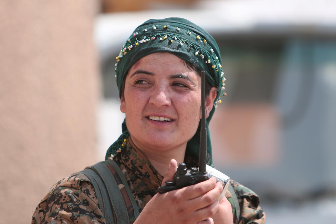 Kurdská bojovnice v Sýrii