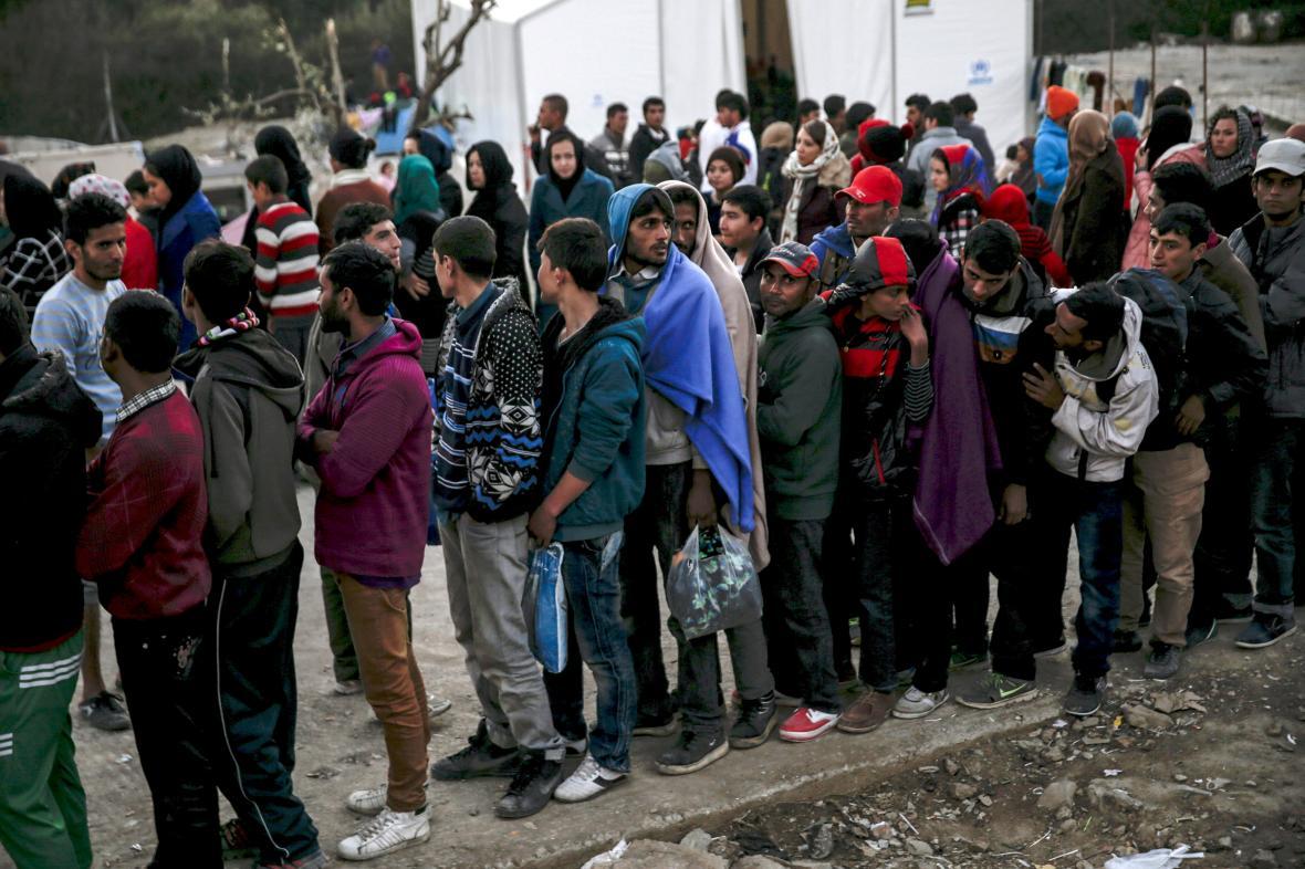 Běženci v uprchlickém táboře Moria na řeckém ostrově Lesbos