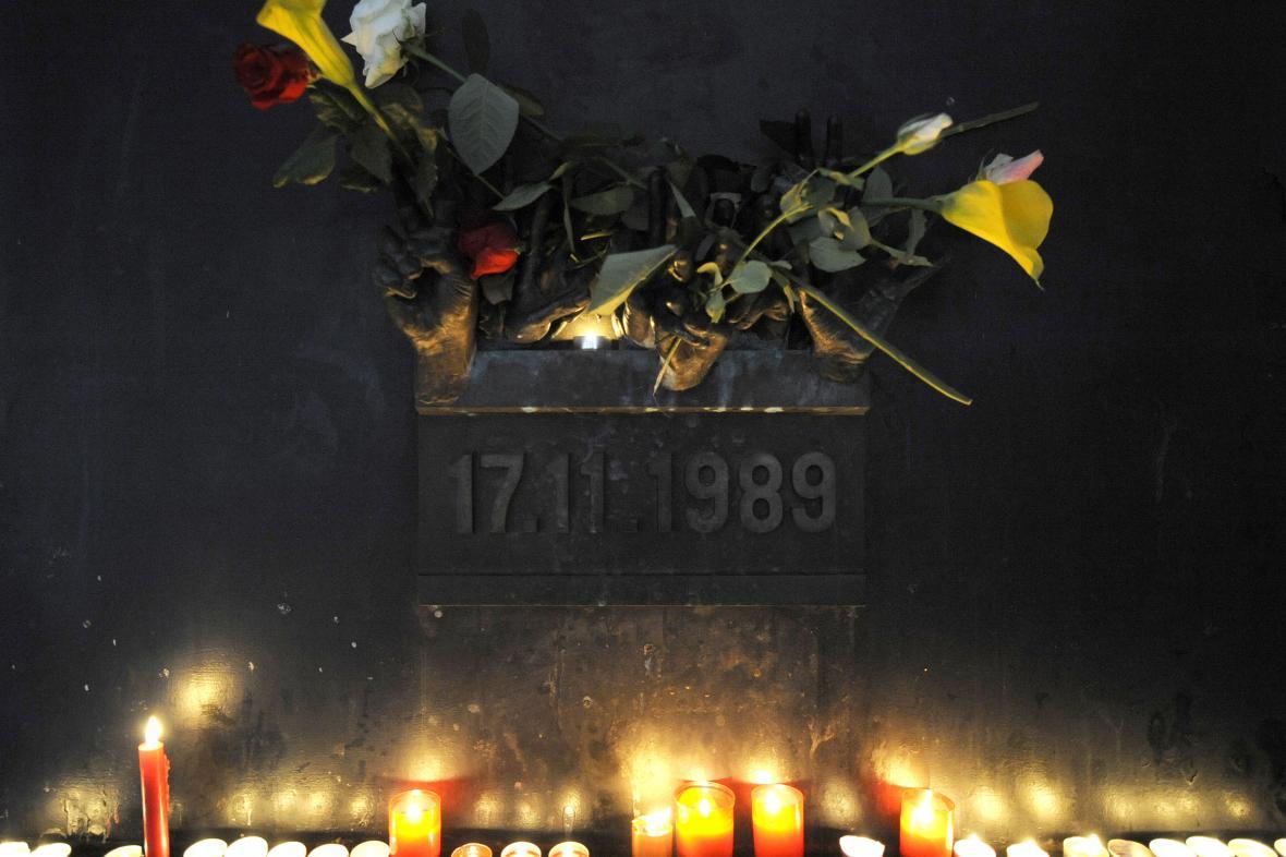 Památník 17. listopadu 1989 na Národní třídě