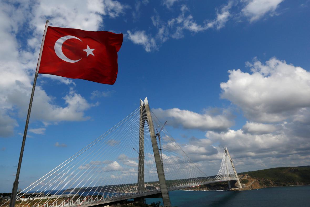Nový most přes Bospor spojuje asijskou a evropskou část