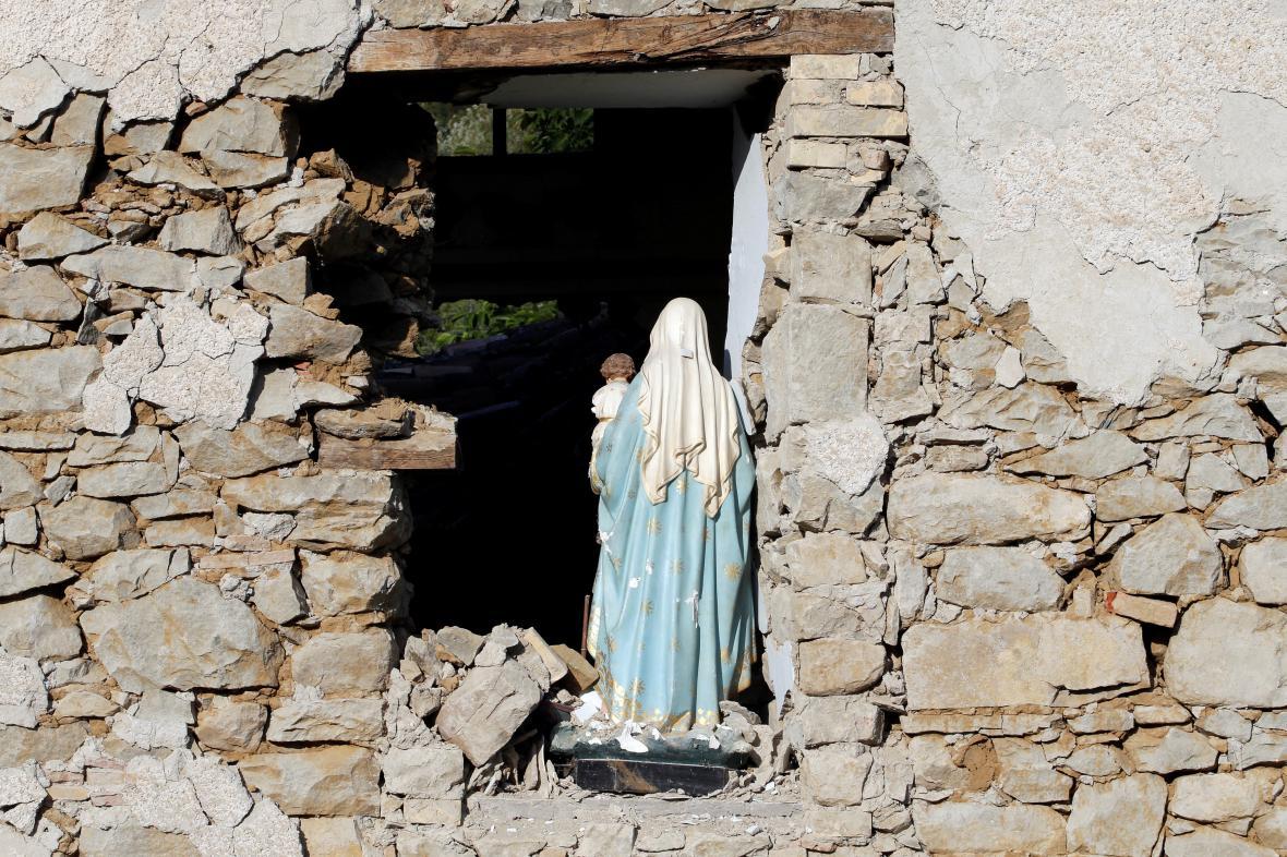 Zemětřesení nebralo na víru ohled