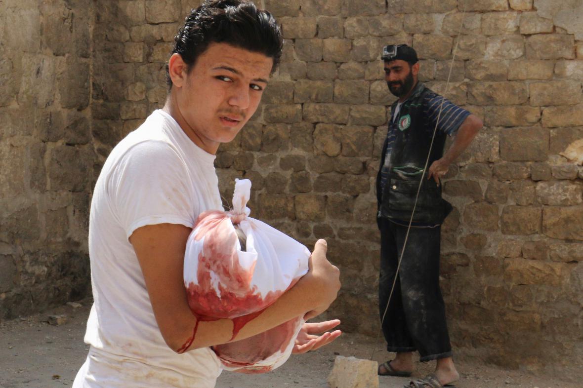V Aleppu umírají při náletech často i děti