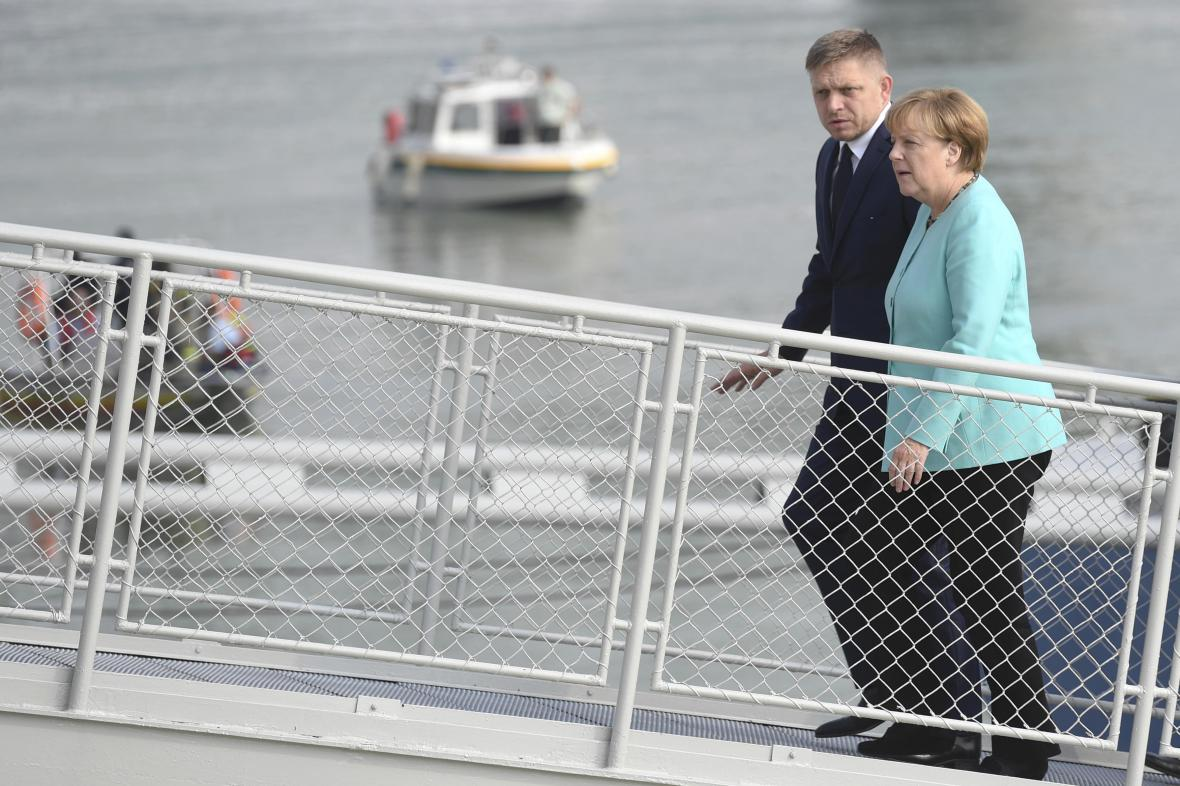 Robert Fico a Angela Merkelová na bratislavském summitu