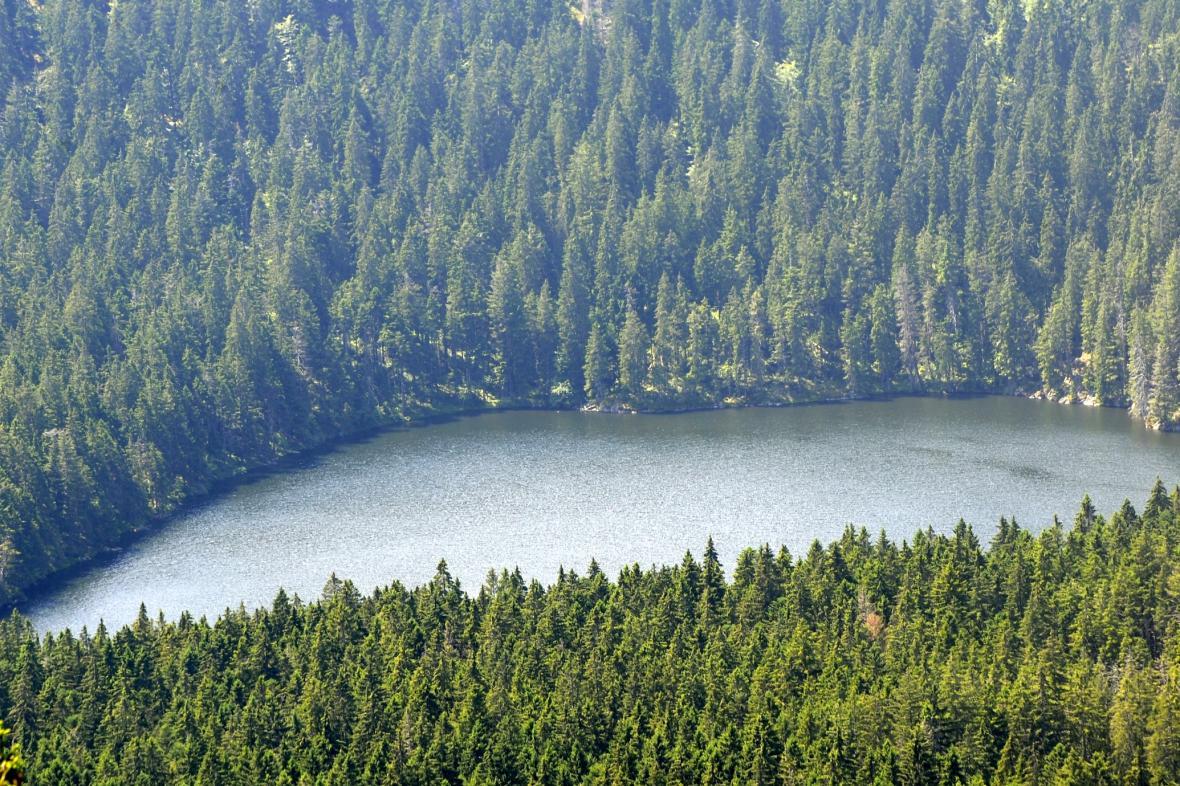 Výhled ze Špičáku na Čertovo jezero