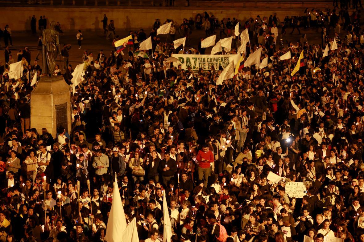 Příznivci mírové dohody v Bogotě