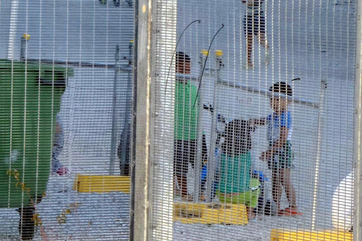 Děti v australském detenčním zařízení na Nauru