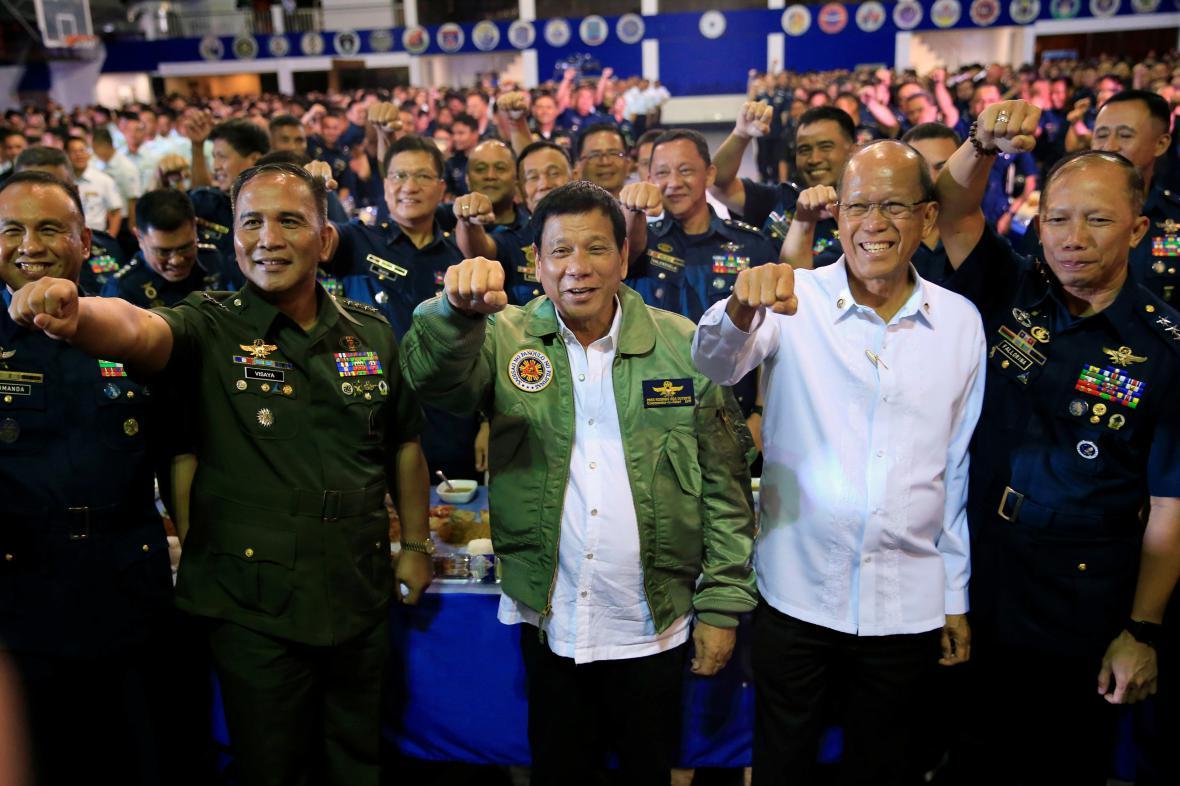 Prezident s velením filipínského letectva